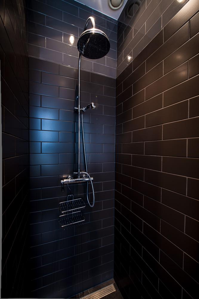 Designkamers suites kamers suites hotel les nuits regendouche dubbel - Fotos italiaanse douche ontwerp ...